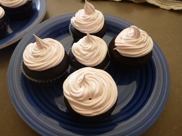 Chocolate Cupcakes with MARSHMALLOW Icing!